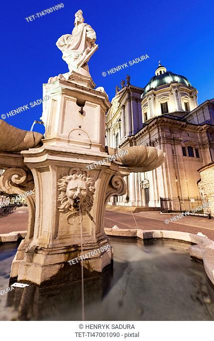 Piazza Paolo VI, Fountain with Duomo Nuovo in background