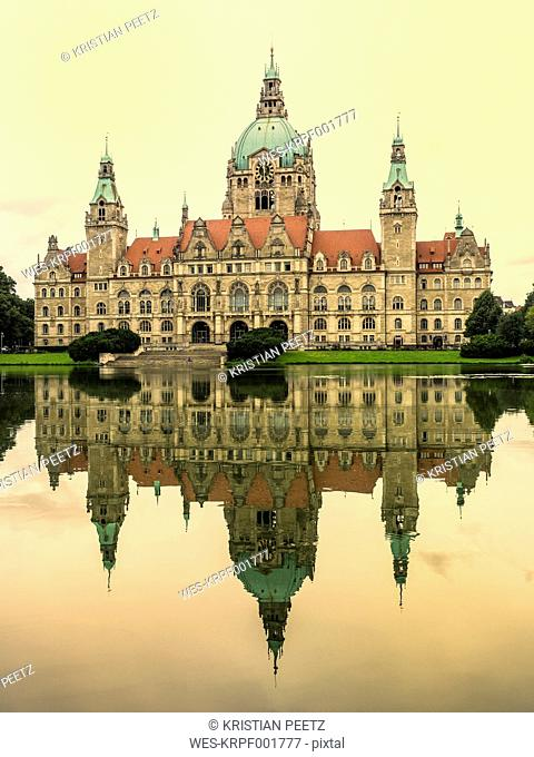 Germany, Hanover, New town hall with Maschteich, yellow evening mood