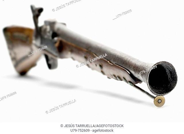 arquebus. Arquebuse. Former long-gun fire. Weapon of avancarga. arquebus piston