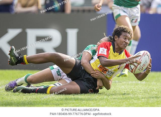 5 April 2018, China, Hong Kong: Rugby Sevens, Papua New Guinea vs Mexico. New Guinea's Lynette Kawrula (3) and Mexico's Alma Jimenez (5)