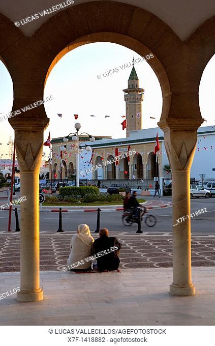 Tunez: Monastir  In background The minaret of Bourguiba mosque