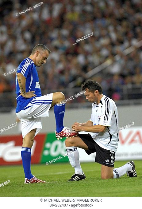 Lothar MATTHAeUS GER polishes shoes of Eros RAMAZZOTTI 25 years anniversary match of 1982 world cup final Germany vs Italy (4:4)