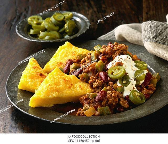 Chili con carne with polenta triangles