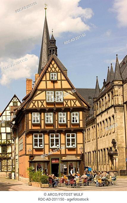 Cafe in timber-framed house, at market square, view on Church at the Marketplace, Quedlinburg, Saxony-Anhalt, Germany, Marktplatz