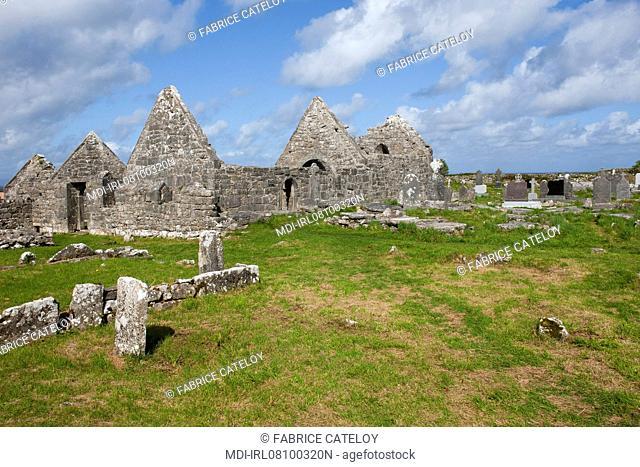 The seven churches - Teampall Brecan et Teampall an Phoill