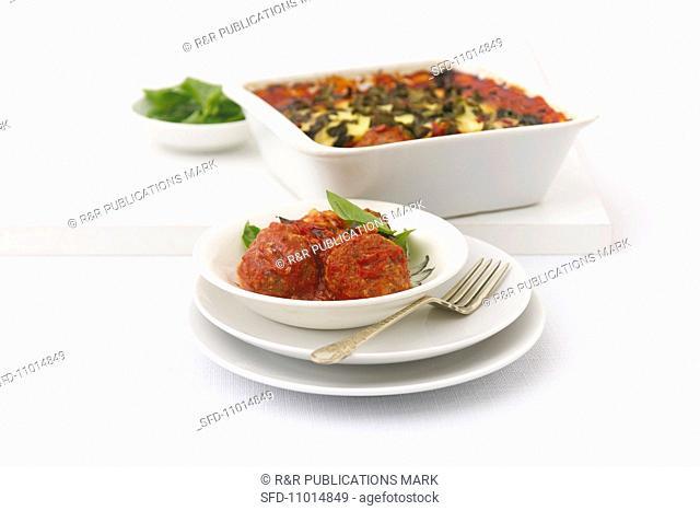 Meatballs with tomato sauce au gratin