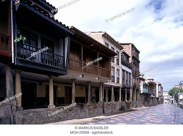 Aviles, Arkadenhäuser der Calle Galiana in der Altstadt