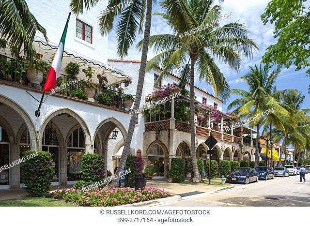MEDITERRANEAN STYLE SHOPPING ARCADE WORTH AVENUE PALM BEACH FLORIDA USA
