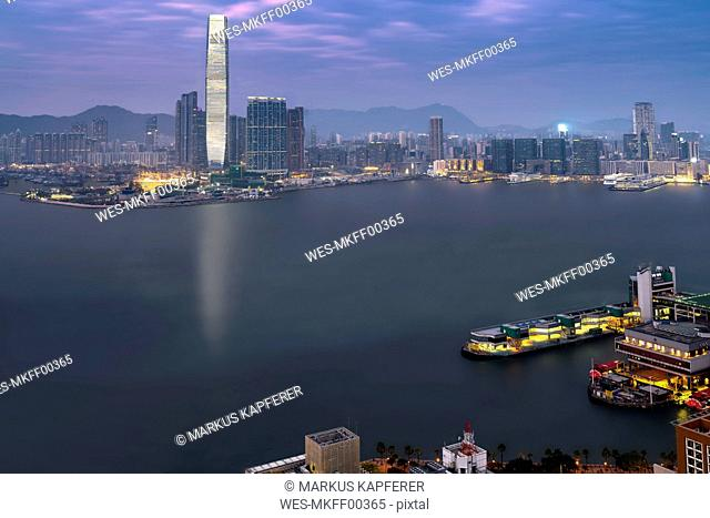 China, Hong Kong, Victoria Harbour, Kowloon in the evening