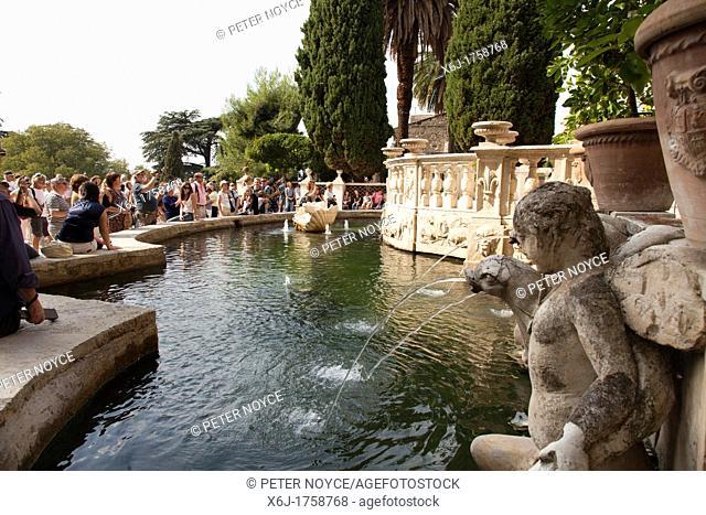 massed tourists around the fountain of the organ at Villa d'Este gardens Tivoli