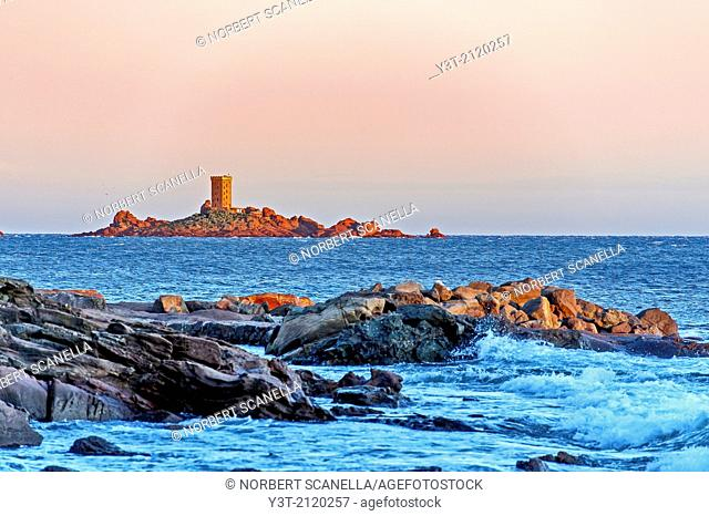 Europe, France, Var, Cornice of Esterel. Saint-Raphael. The island of 'Tour d'Or', Cape Dramont