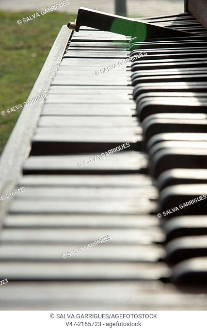 Broken piano keys
