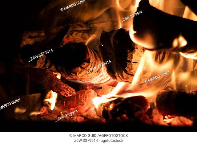 Wood combustion for heat production for domestic heating