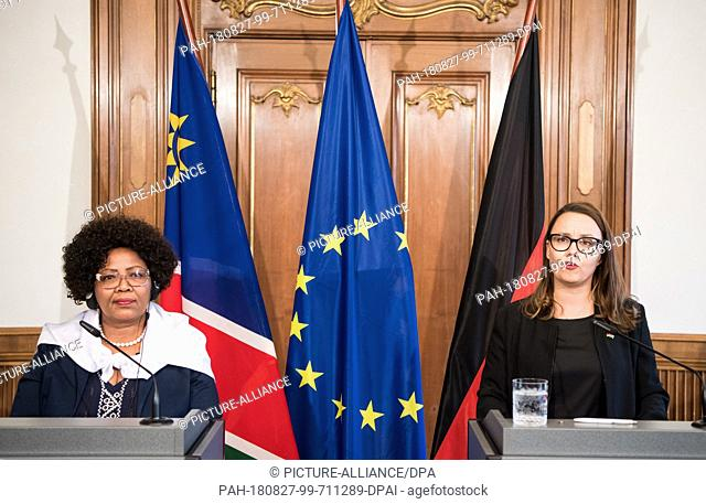 27 August 2018, Germany, Berlin: Michelle Müntefering (r, SPD), Minister of State at the Foreign Office, and Katrina Hanse-Himarwa