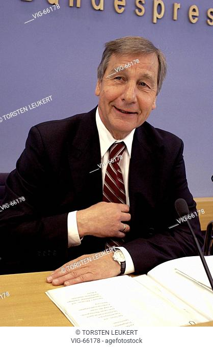 Wolfgang CLEMENT ( SPD ), Federal Minister for Economics and Labour, during federal press conference. - BERLIN, GERMANY, 28/07/2004