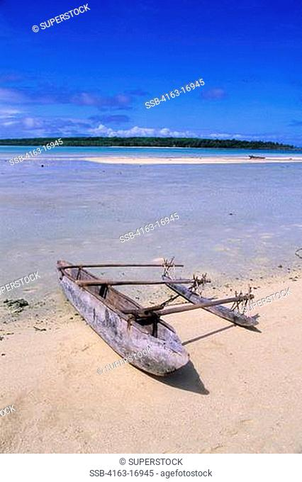 VANUATU, ANIWA ISLAND, WHITE SAND BEACH, LAGOON, OUTRIGGER CANOE