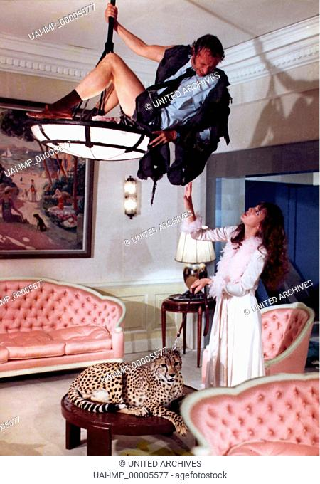 Der lange Blonde mit den roten Haaren, (LA MOUTARDE ME MONTE AU NEZ) F 1974, Regie: Claude Zidi, PIERRE RICHARD, JANE BIRKIN, Stichwort: Salon, Lampe, Leopard