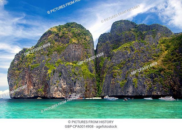 Thailand: Ao Maya (Maya Bay) made famous by the Hollywood film 'The Beach' starring Leonardo di Caprio, Ko Phi Phi Leh, Ko Phi Phi