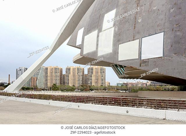 Tests for repairing the roof of the Palace of Arts Reina Sofia, Valencia, Spain