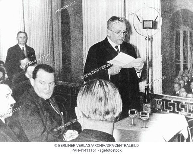 (l-r) Adolf Hitler, Hermann Göring, and the industrial magnat Fritz Thyssen (speech) are picutred in the Industrie-Club Düsseldorf (Industry Club Düsseldorf) in...