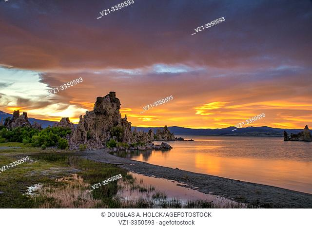 Sunset over Mono Lake Tufa CA USA