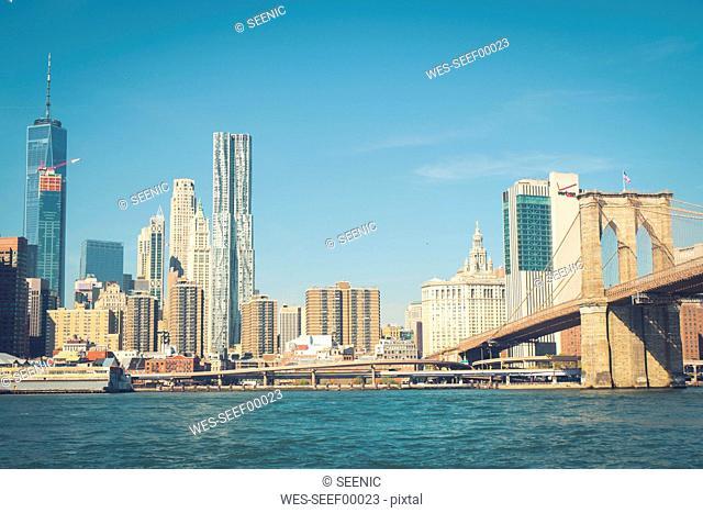 USA, New York City, skyline and Brooklyn Bridge as seen from Brooklyn