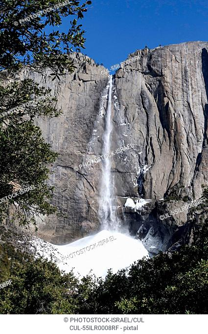 Yosemite Upper Falls, Yosemite National Park, California USA