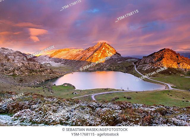 Lake Enol with La Porra Enol and Cerru Sornin in the background, Picos de Europa National Park, Covadonga, Asturias, Spain