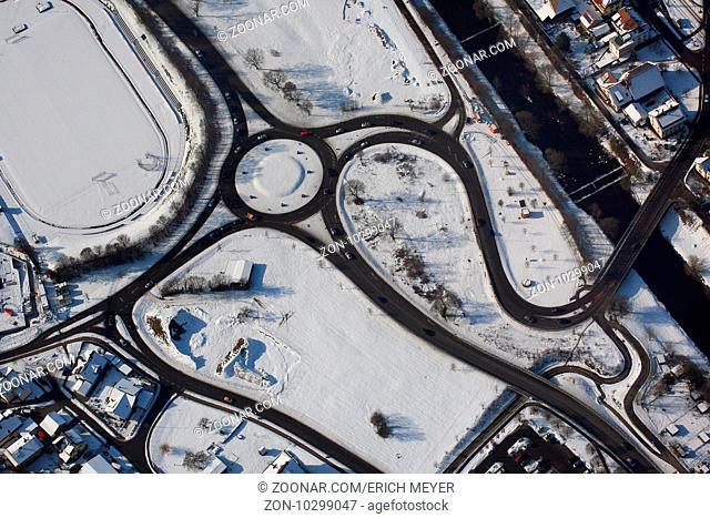 Steinen, Kreisverkehr und Kurven an der B317