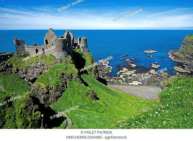 United Kingdom, Northern Ireland, County Antrim, Bushmills, the 14th century castle of Dunluce