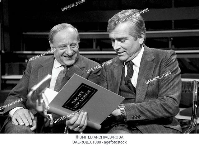 """Der Österreicher Hermann Gmeiner, der Gründer der SOS Kinderdörfer und Carlheinz Hollmann, Moderator der ZDF Sendung """"""""Das ist Ihr Leben"""""""", Ende 1970er Jahre"""