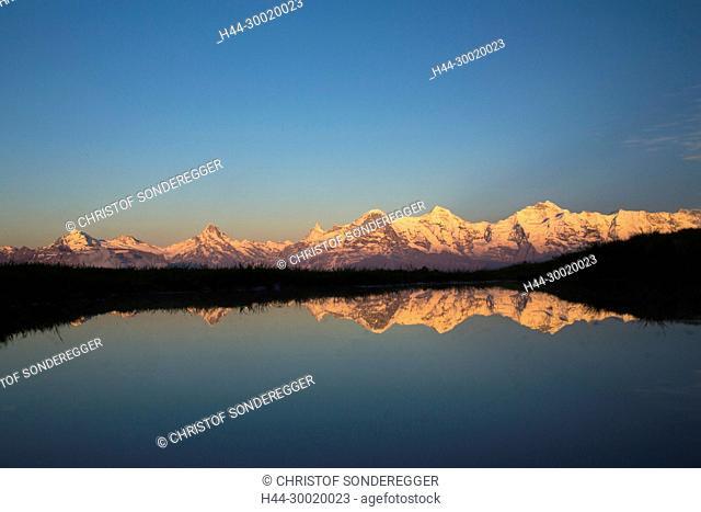 Spiegelung im Wasser: Eiger, Mönch, Jungfrau