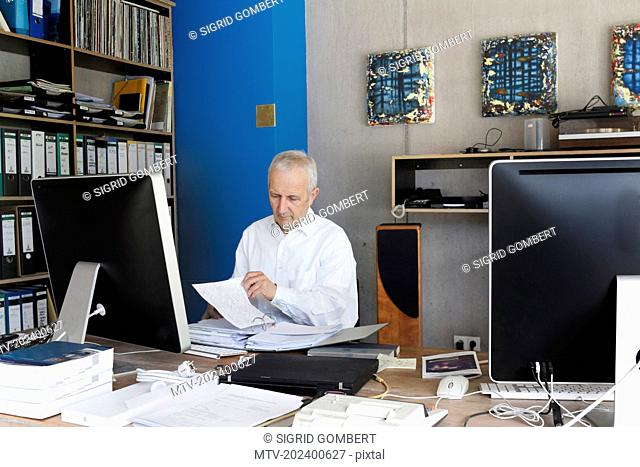 Senior businessman working in the office, Freiburg im Breisgau, Baden-Württemberg, Germany