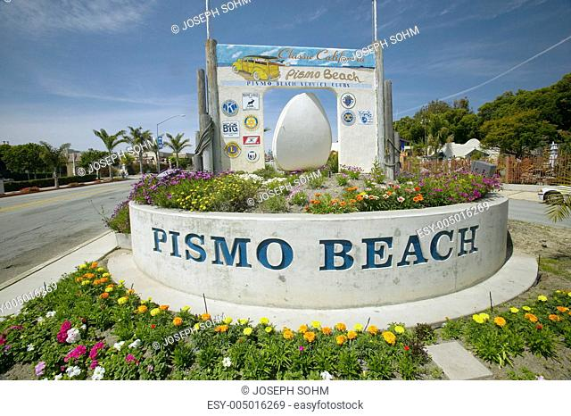 A sign welcoming people to Pismo Beach in Southern California