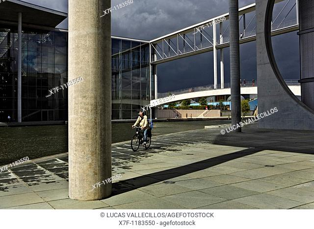 Spree River  Dependencies of Bundestag Berlin  Germany