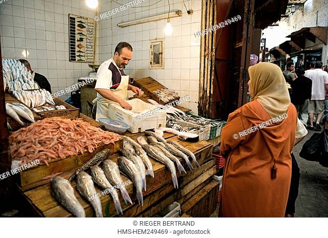 Morocco, Middle Atlas, Fez, Imperial City, Fez El Bali, medina listed as World Heritage by UNESCO, fishmonger