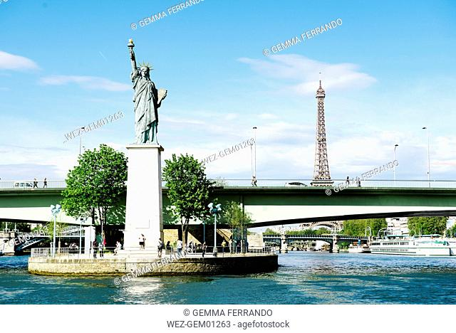 France, Paris, view to statue of Liberty on Ile aux Cygnes