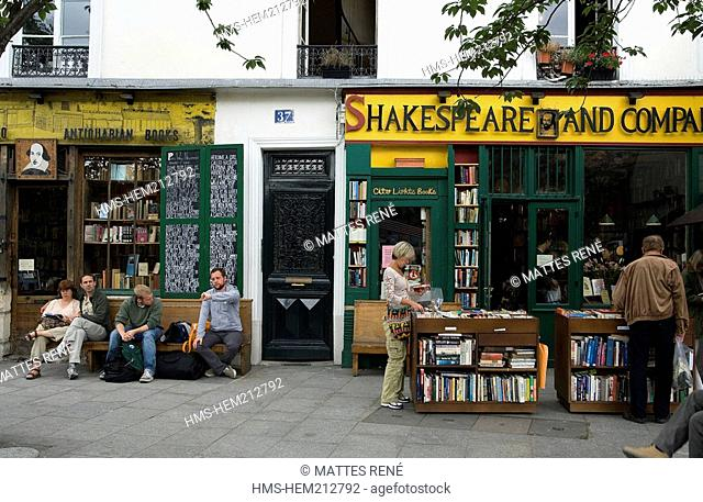 France, Paris, Quartier Latin, 37 Rue de la Bucherie, Shakespeare and Co Bookshop