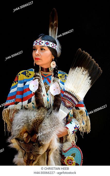 North America, American, Pacific Northwest, Oregon, Yakima woman Latonia Andy, MR 0629