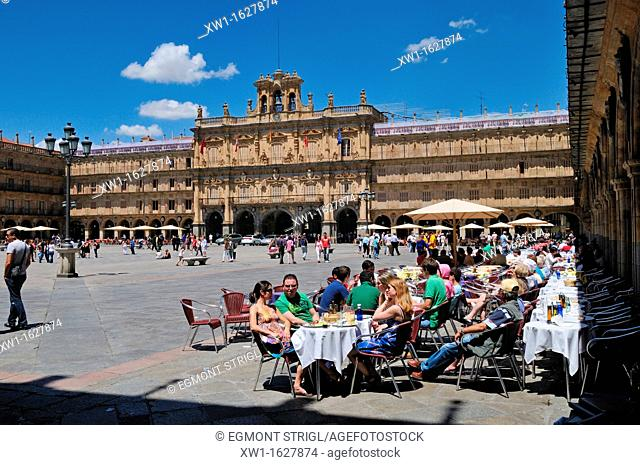 Europe, Spain, Castile and Leon, Castilia y Leon, Salamanca, streetcafe at the Plaza Mayor, city square, Unesco World Heritage Site