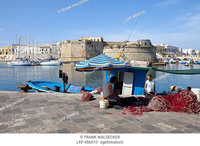 Fishing boats in the harbour of Gallipoli, Lecce Province, Apulia, Gulf of Taranto, Italy, Europe