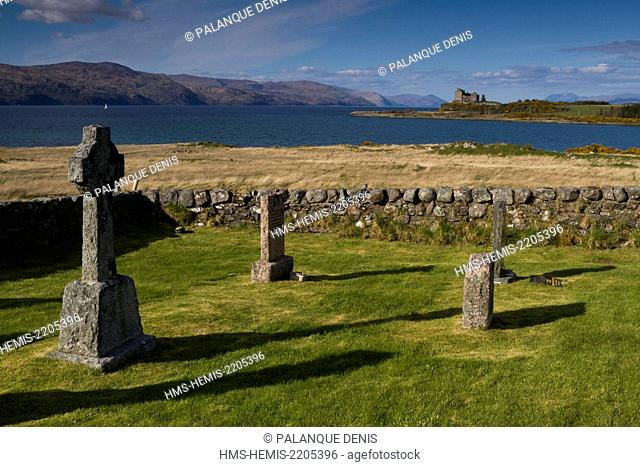 United Kingdom, Scotland, Hebrides, Isle of Mull, Duart Bay, cimetery near Duart castle