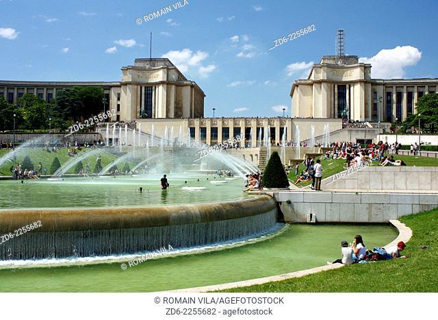 Trocadero fountains Gardens and palais de Chaillot background, Paris, Ile de France, France, Europe