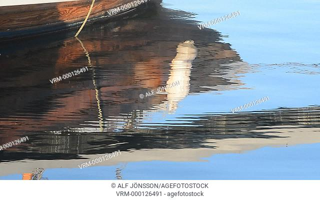 Mirroring in harbour