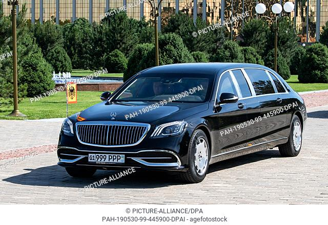 28 May 2019, Uzbekistan, Taschkent: An armoured Mercedes Maybach Pullman Guard with the standard of the German Federal President transports Federal President...