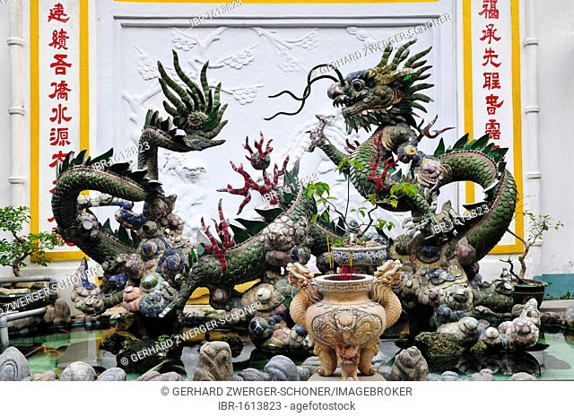 Fountain with Chinese dragons in the Phuc Kien Assembly Hall of the Chinese from Fujian, Hoi An, Vietnam, Southeast Asia
