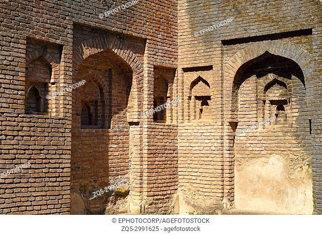 Significant forms and functions, Ghadha Shaha Ki Dukaan, Mandu, Madhya Pradesh