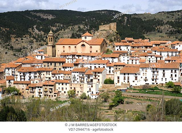 Linares de Mora, castle and town. Gudar-Javalambre, Teruel province, Aragon, Spain