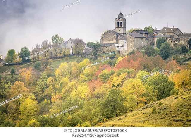 Bestué village, Ordesa y Monte Perdido National Park, Huesca Province, Aragón, Pyrenees Mountains, Spain