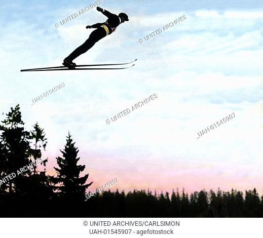Norway, Ski-jumping at the Holmenkollen, the mountain in the Oslo urban area, image date: circa 1928. Carl Simon Archive